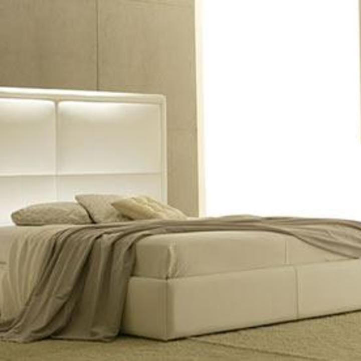 Кровать из текстиля и кожи КМ-5